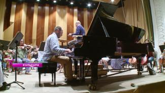 Пианист Андрей Коробейников сыграл с Воронежским симфоническим оркестром