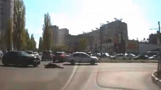 В Сети появилось видео нелепого ДТП с пешеходом, которого сбил видевший его водитель