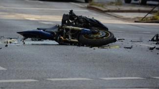 В Воронежской области мотоциклист попал в больницу после столкновения с автоцистерной