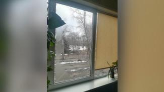 В школе под Воронежем на 10-летнего мальчика во время урока рухнуло окно