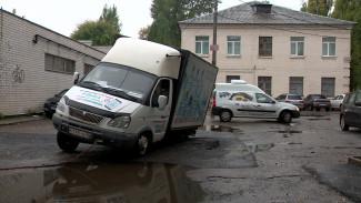 В Воронеже под «Газелью» провалился новый асфальт