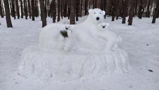 В воронежском парке появились медведи из снега