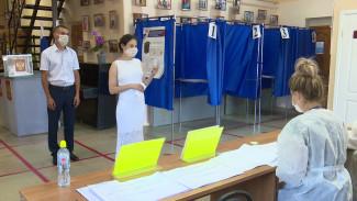 Воронежские молодожёны проголосовали по поправкам в Конституцию в день свадьбы