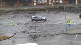 «Всё очень плохо». Воронежцы показали, как затопило улицы города после ливня
