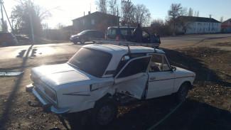 Водитель ВАЗа пострадал в ДТП в воронежском райцентре