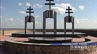 Подготовка к празднованию Дня Победы: школьники украшают памятники советским солдатам