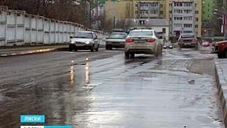 В Лисках на одной из центральных улиц образовался настоящий каток