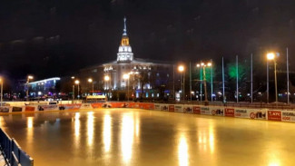 В Воронеже закрылся каток на площади Ленина