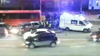 В Воронеже произошло массовое ДТП с пассажирским автобусом: пострадали 2 человека
