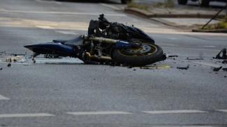 Мотоциклист и его пассажир пострадали в ДТП с иномаркой под Воронежем
