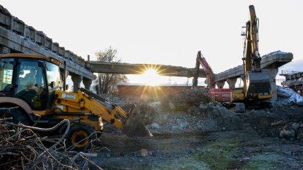 В Воронеже полностью разобрали четвёртый пролёт путепровода на 9 Января