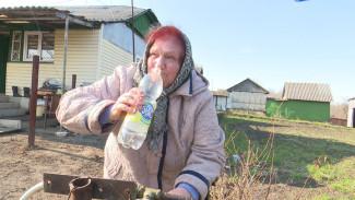 Плохо пахнет и пачкает посуду. Из кранов в воронежском селе полилась «техническая вода»
