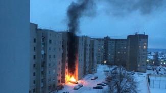 Под окнами воронежской многоэтажки сгорел дорогой внедорожник