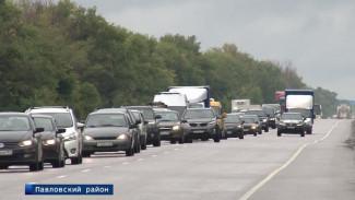 Отпускники снова застряли в многокилометровой пробке у воронежского Лосево