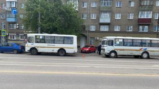 В Воронеже в массовом ДТП с маршрутками пострадала пассажирка