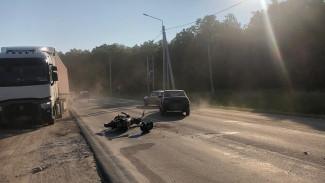 Под Воронежем водитель «десятки» сбил мотоциклиста с пассажиром