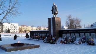 В Воронежской области школьники сожгли венки в Вечном огне, чтобы проверить дружбу