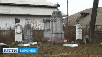 В Бутурлиновке от рук вандалов пострадало старинное городское кладбище