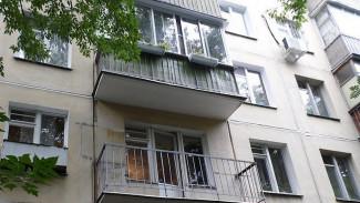 В Воронеже юноша выпал с балкона многоэтажки