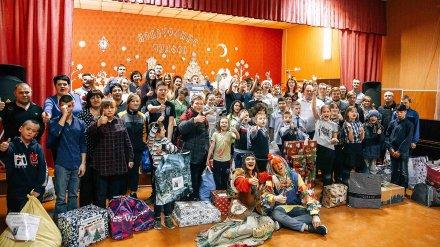 Нововоронежские атомщики вручили новогодние подарки детям из школы-интерната