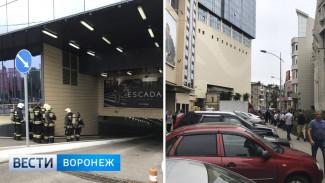 МЧС сообщило подробности пожара на парковке воронежской «Галереи Чижова»