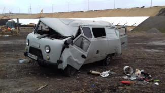 В Воронежской области «буханка» влетела в дерево: двое пострадали