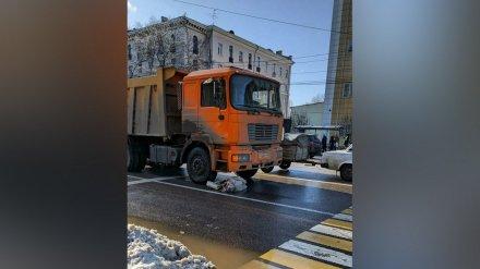 Грузовик сбил 78-летнюю бабушку у пешеходного перехода в центре Воронежа