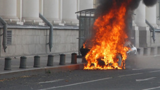 Воронежец после дорожного конфликта сжёг иномарку обидчика