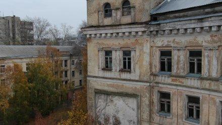 В Воронеже дом с «летающей девочкой» ждёт капремонт