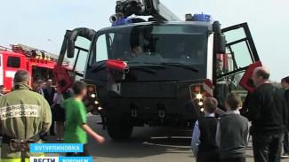 Бутурлиновские школьники могли посидеть за рулём спецавтомобиля «Пантера»