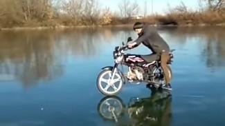 В Воронежской области парень на мотоцикле устроил смертельно опасное катание по льду