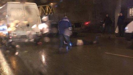 В Воронеже микроавтобус у остановки переехал мужчину