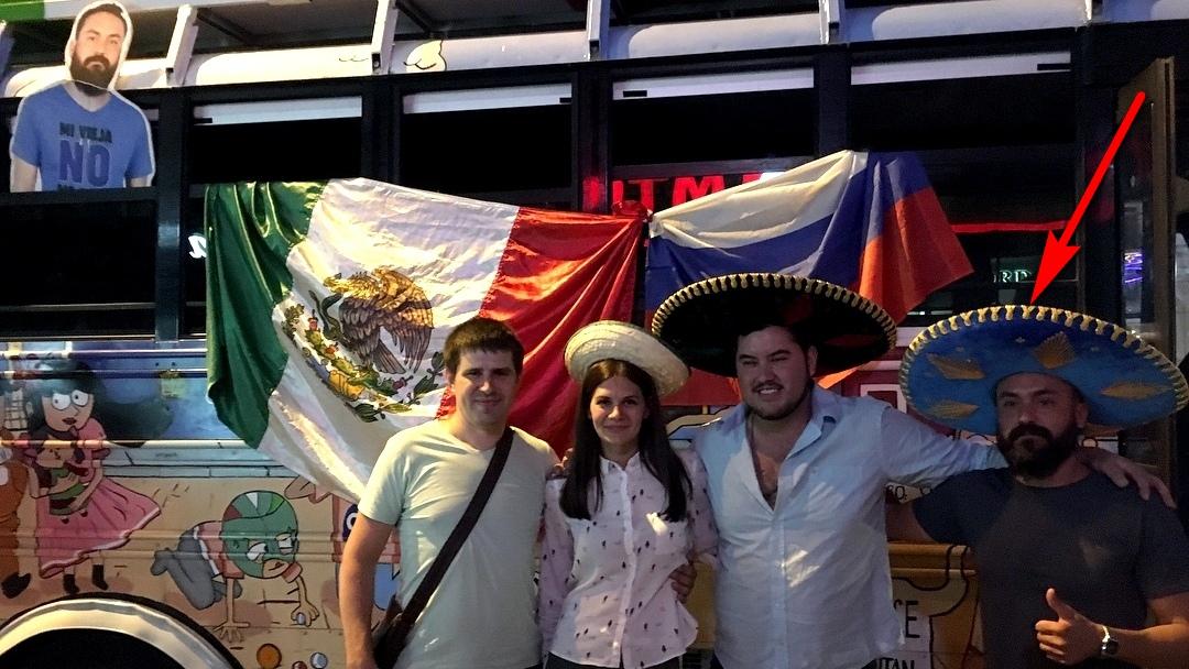 Настоящий мексиканец заменил картонного в Воронеже с разрешения жены