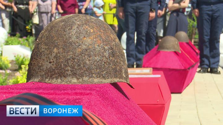 Останки 165 советских бойцов с почестями перезахоронили под Рамонью
