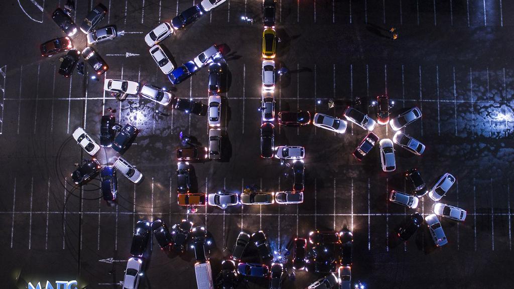 Воронежские автомобилисты выстроили из машин надпись «1 мая»
