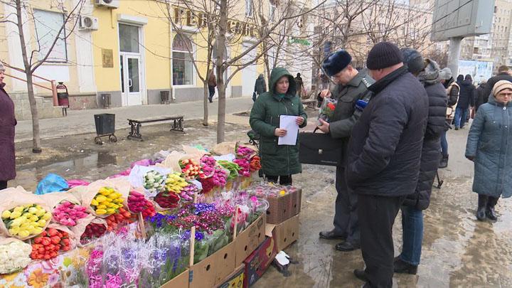Воронеж накануне 8 марта превратился в цветник