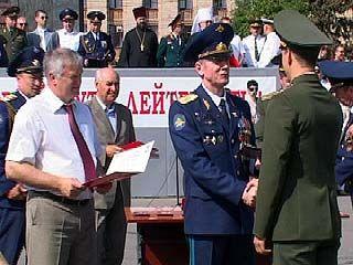 13 офицеров закончили Авиационный университет с золотой медалью