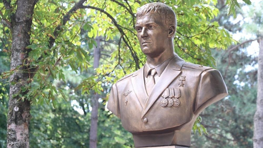 В Краснодаре открыли памятник погибшему в Сирии воронежскому лётчику Роману Филипову