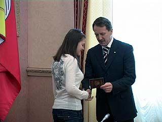 22 воронежских школьника получили первые паспорта из рук губернатора