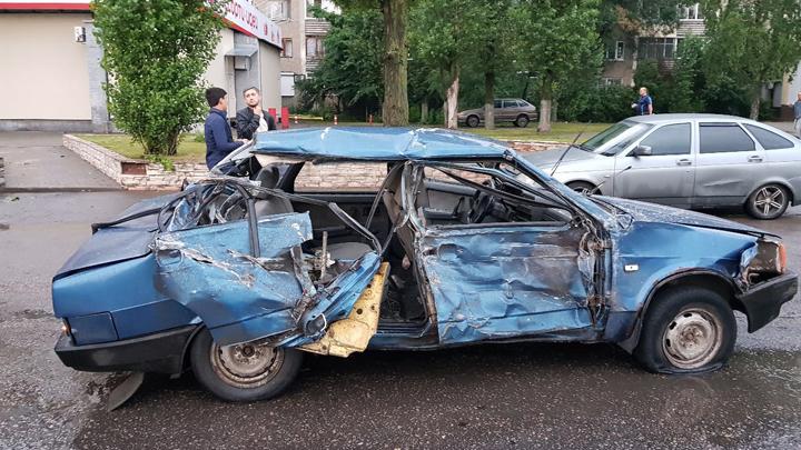 В Воронеже «ВАЗ» врезался в пассажирский автобус