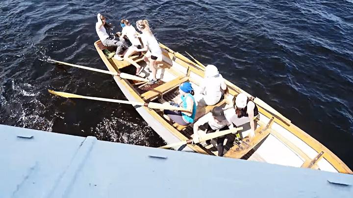 СК: тренер оставил детей одних в лодке, едва не попавшей под теплоход в Воронеже