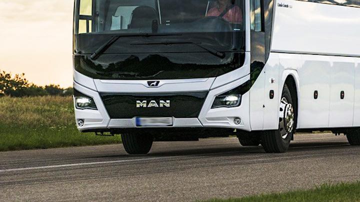 На трассе под Воронежем рейсовый автобус влетел в две легковушки: есть пострадавшие