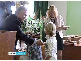 30 одаренных детей получили премии областного правительства
