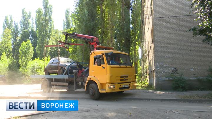 До конца сентября с воронежских улиц уберут около 40 брошенных автомобилей