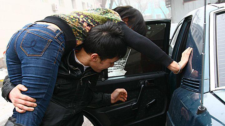 Жительница Воронежа: «Двое мужчин попытались затащить в машину мою 15-летнюю дочь»
