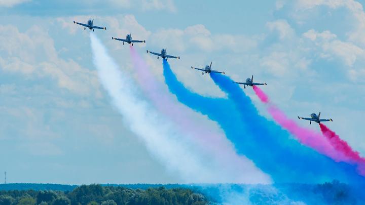 На авиашоу в Воронежском аэропорту выступят сразу три пилотажные группы