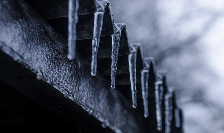 Чистка снега с кровли в самаре