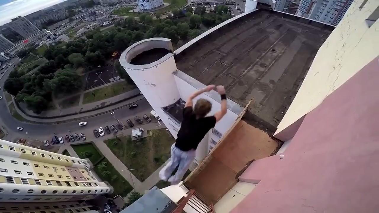 Опасные трюки воронежских экстремалов на крышах многоэтажек попали на видео