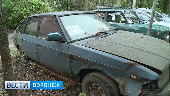 Мэрия Воронежа опубликовала список машин, которых эвакуируют на стоянку как автохлам