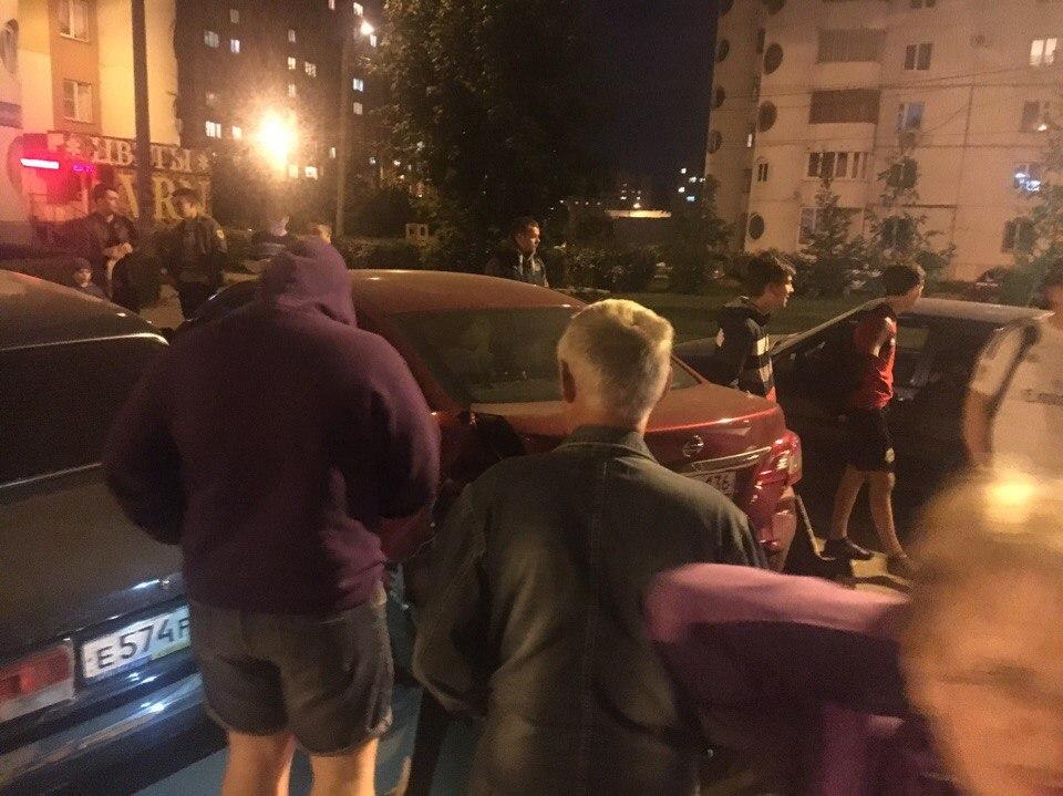 В Воронеже водитель Lexus протаранил 6 припаркованных машин и скрылся